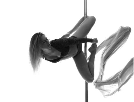 Pole Dance Einsteiger Kurs von CSS Aerial Dance Studio